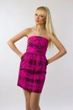 Beau jeune femme dans la robe rose Image libre de droits