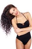 Beau jeune femme dans le bikini noir photo stock