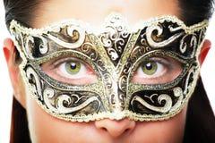 Beau jeune femme dans le masque de carnaval photo stock