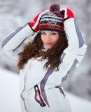 Beau jeune femme extérieur en hiver photo stock