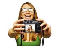 Beau jeune femme prenant l'autoportrait image libre de droits