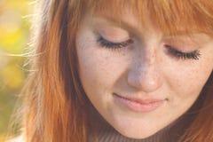 Beau jeune femme roux d'adolescent Images libres de droits