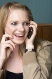 Beau jeune femme sur le téléphone portable Image stock