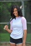 Beau jeune joueur de base-ball féminin biracial images libres de droits