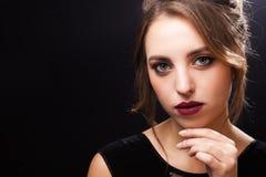 Beau jeune modèle avec le maquillage parfait photographie stock libre de droits
