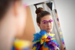 Beau jeune modèle femelle avec le maquillage audacieux Images libres de droits