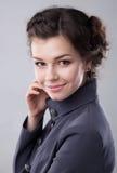 Beau jeune sourire de dame d'affaires Images stock