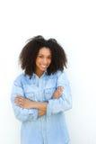 Beau jeune sourire de femme de couleur photographie stock libre de droits