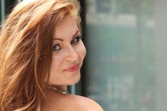Beau jeune sourire tête rouge caucasien Image libre de droits