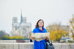 Beau jeune touriste à Paris Photos stock