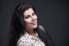Beau jeune womanportrait Haut étroit professionnel de maquillage et de coiffure images stock