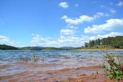 Beau jour au lac photos stock