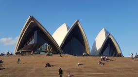 Beau jour au théatre de l'opéra de Sydney Photos stock