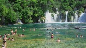Beau jour d'été ensoleillé en parc national Croatie l'Europe de Krka banque de vidéos
