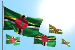 Beau jour d'illustration du drapeau 3d - 5 drapeaux de la Dominique ondulent contre la photo de ciel bleu avec le foyer mou illustration stock