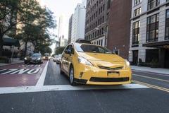 Beau jour de ciel bleu de cabine jaune d'horizon de New York City Manhattan images libres de droits