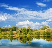 Beau lac d'été Photos stock
