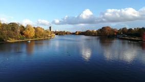 Beau lac dans Hyde Park, Londres, R-U photo stock
