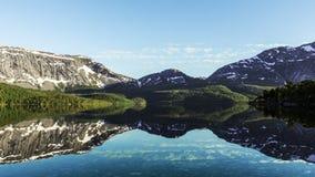 Beau lac dans le sorfold de la Norvège photos libres de droits