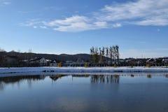 Beau lac de l'hiver image libre de droits