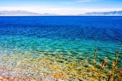 Beau lac Sailimu dans le Xinjiang, Chine Images libres de droits