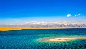 Beau lac Sailimu dans le Xinjiang, Chine Image libre de droits
