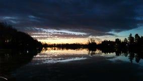Beau lac sur l'amour de coucher du soleil Photos stock