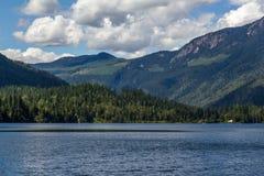 Beau lac trois valley dans les montagnes Photos stock