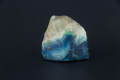 Beau Larimar en pierre semi-précieux sur un fond blanc Photo libre de droits