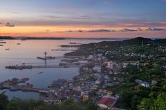 Beau lever de soleil à l'île de Sichang, Pattaya, Chonburi, Thaïlande Images stock