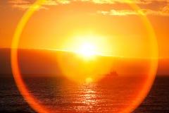 Beau lever de soleil au-dessus d'océan Images libres de droits