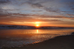 Beau lever de soleil au-dessus de l'Océan Atlantique Images stock