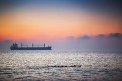 Beau lever de soleil au-dessus de la mer Images libres de droits