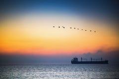Beau lever de soleil au-dessus de la mer Images stock