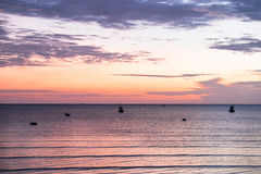 Beau lever de soleil au-dessus de la mer Photo stock
