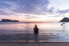 Beau lever de soleil au-dessus de la mer Image libre de droits