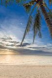 Beau lever de soleil au-dessus de mer Images stock