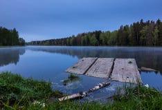 Beau lever de soleil au-dessus du lac Photos libres de droits