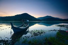 Beau lever de soleil au lac de beris, sik Kedah Malaisie photo libre de droits