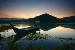 Beau lever de soleil au lac de beris, sik Kedah Malaisie images libres de droits