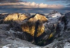 Beau lever de soleil en Julian Alps, Slovénie. Images stock