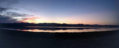 Beau lever de soleil de lac images libres de droits
