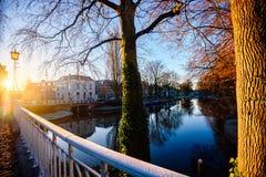 Beau lever de soleil le long du canal d'Utrecht Image stock