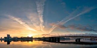 Beau lever de soleil panoramique dans la ville Photo stock