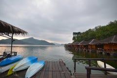 Beau lever de soleil pendant le matin sur le lac Photos libres de droits