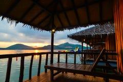 Beau lever de soleil pendant le matin sur le lac Image stock