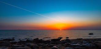 Beau lever de soleil sur la mer Image libre de droits