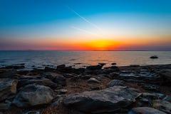 Beau lever de soleil sur la mer Photos libres de droits