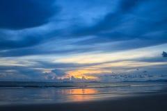 Beau lever de soleil sur la mer tropicale photos libres de droits
