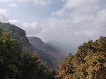 Beau maharashtra Matheran Inde de chaîne de montagne de paysage de lac nuageuse photo stock